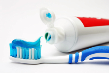 use-fluoride-toothpaste-1